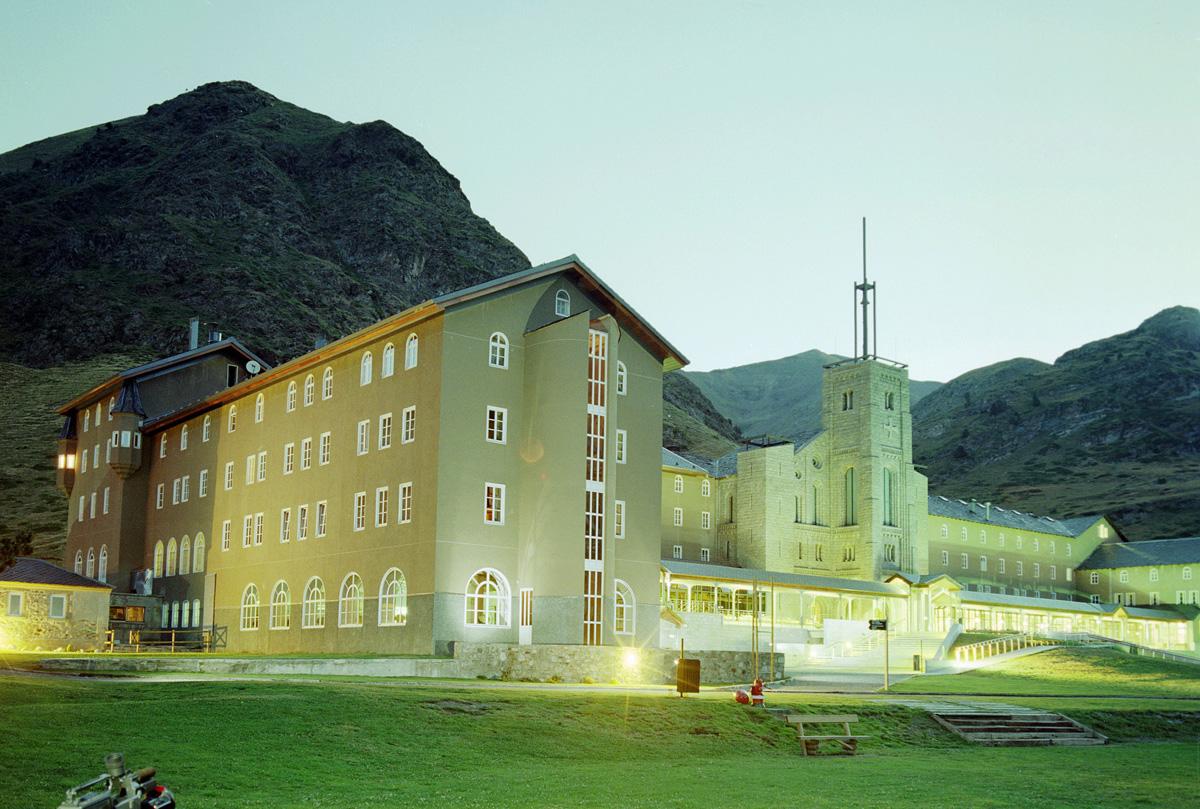 El Santuario Basílica | Vall de Núria - Verano
